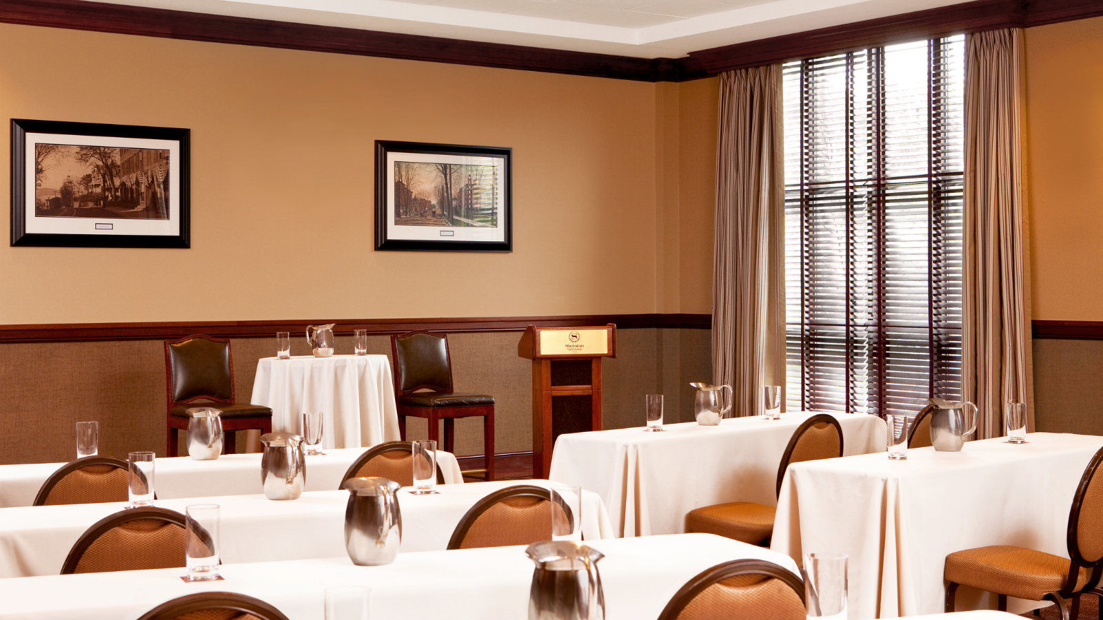 Tarrytown Corporate Meeting Venue | Classroom style meeting room