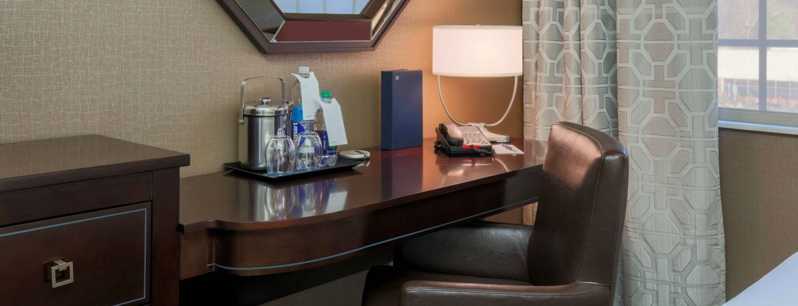 Tarrytown Accommodations - Guest Room Desk