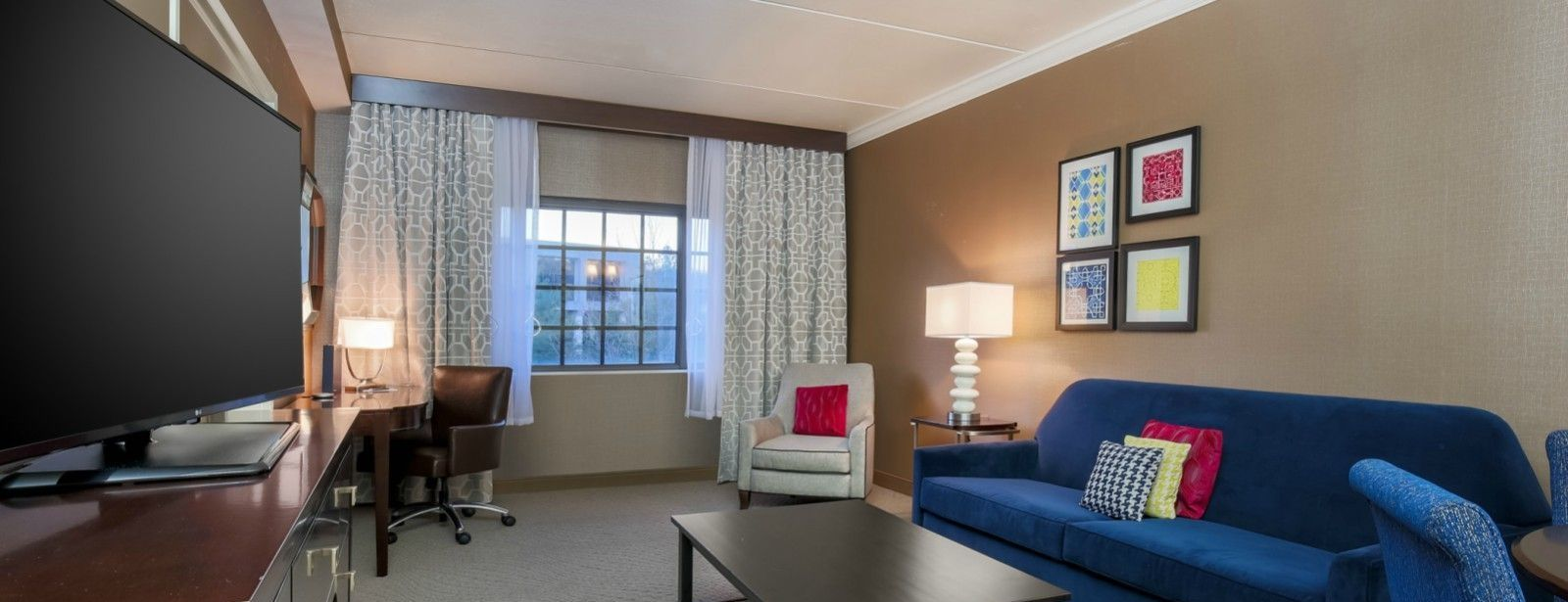 Tarrytown Accommodations - Suite Living Room